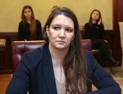 Скандал в Дагестане: министр Толстикова запретила подчиненным молиться на работе