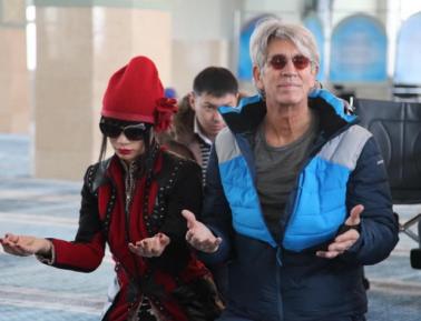Эрик Робертс и другие звезды Голливуда помолились в мечети Усть-Каменогорска