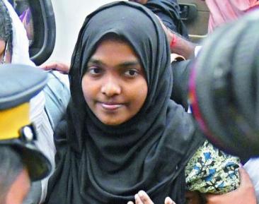 Новообращенная мусульманка дошла до верховного суда по имя веры