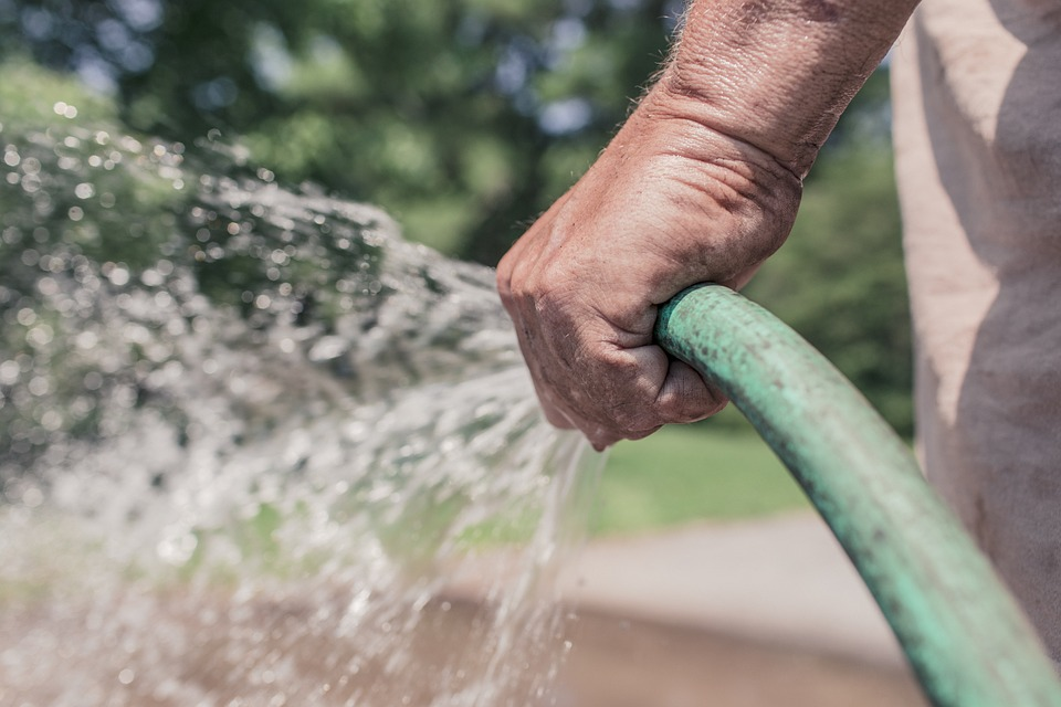 Достоинства использования скважины на воду на даче