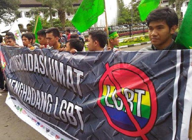 «Радужные» против «зеленых» или победят ли мусульмане ЛГБТ в Индонезии?