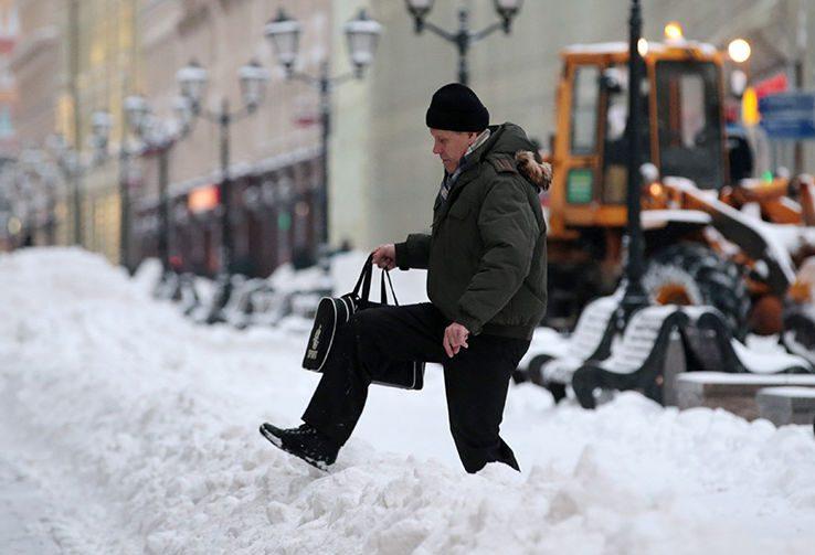 В Госдуме просят Собянина не позорить Москву горами снега