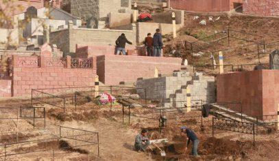 Беднякам Алматы и на кладбище нет места
