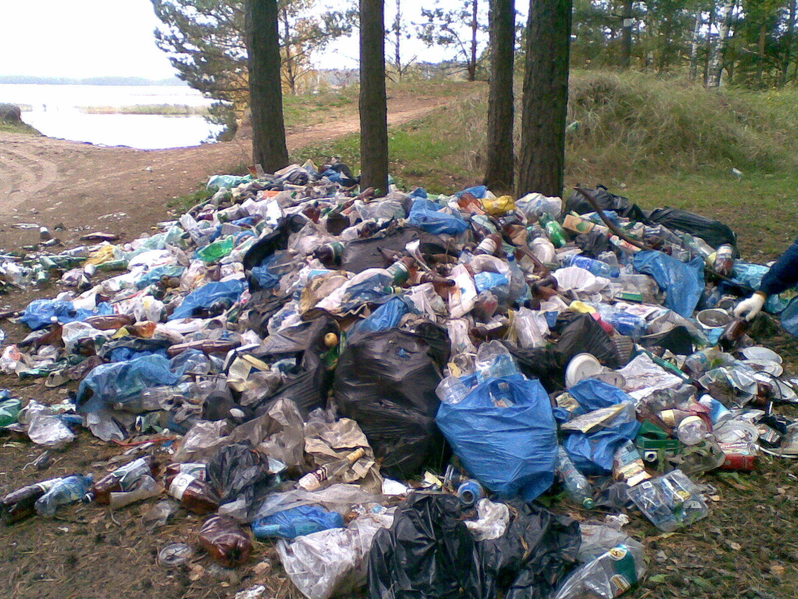 Швейцария превращает Францию в мусорную свалку