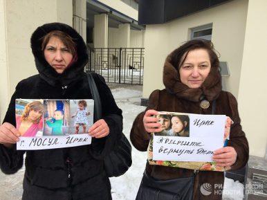 Названы имена освобожденных в Ираке россиянок. Их матери обратились к властям
