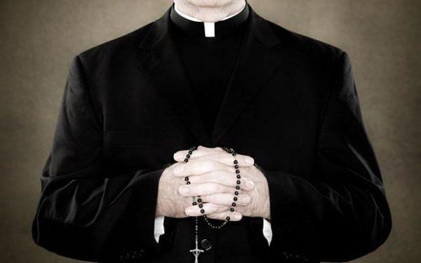 Эскортник передал Ватикану гей-компромат на десятки священников