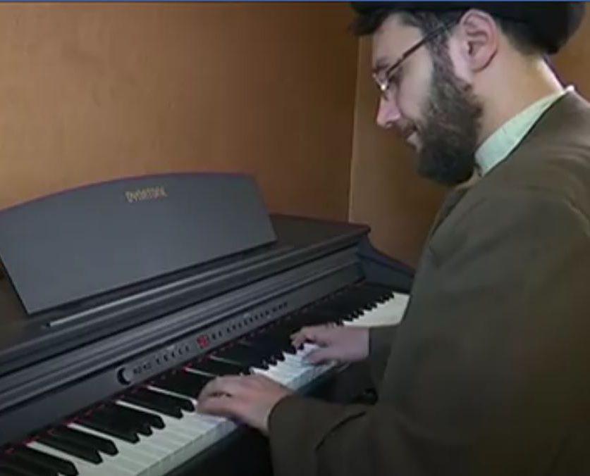 Шиитского богослова изгнали из духовной семинарии за игру на пианино (ВИДЕО)