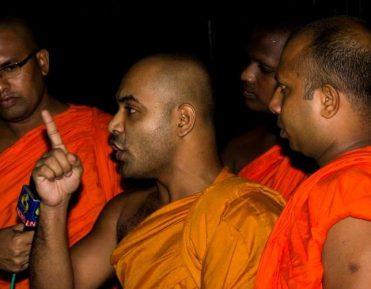 Как умеренные буддисты спасали мусульман от радикальных