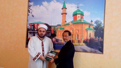 Делегацию Индонезии угостили пловом в мечети Сибири