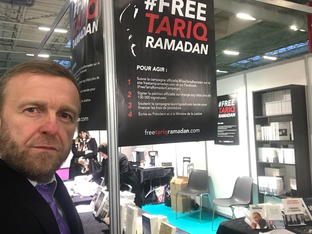 Стенд в поддержку Тарика Рамадана на форуме