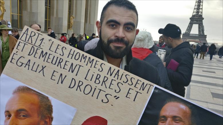В Париже прошла демонстрация в поддержку исламского мыслителя
