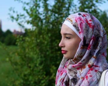 Новообращенной мусульманке пришлось защищаться от родителей с помощью суда и полиции