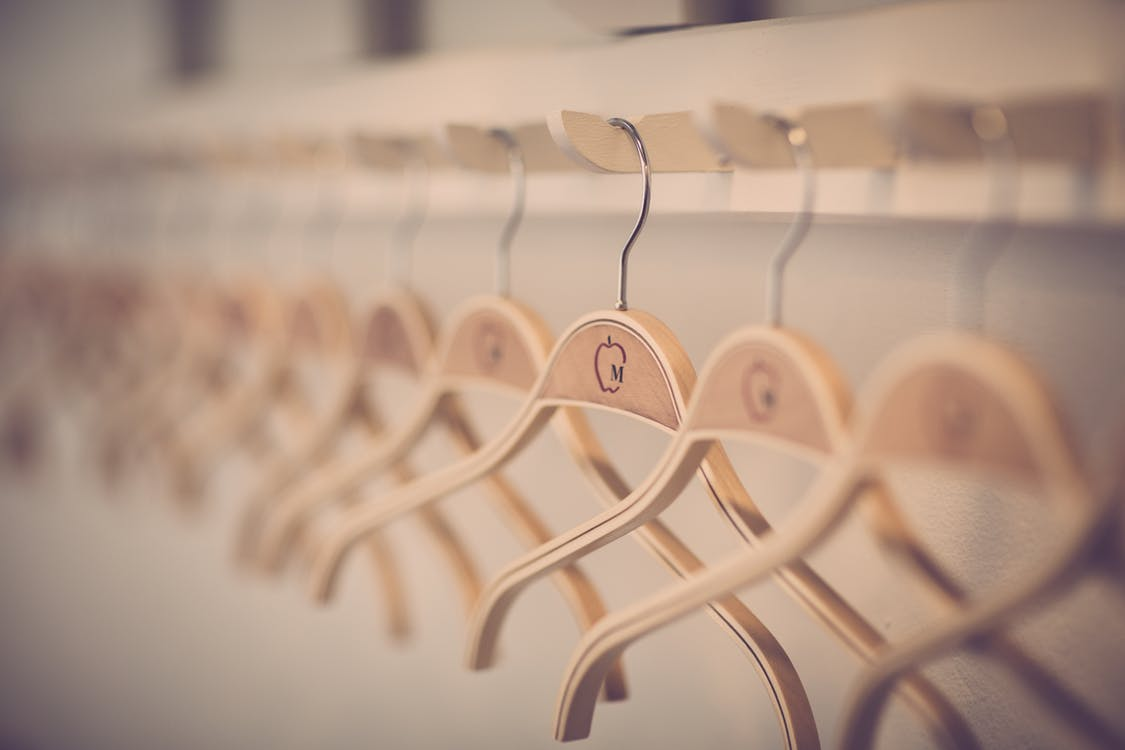 Главные сильные стороны современных распашных шкафов