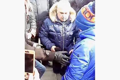 Вице-губернатор Кузбасса встал на колени перед митингующими