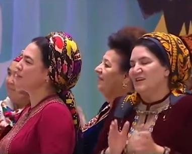Президент Туркмении с гитарой наперевес покорил женщин (ВИДЕО)