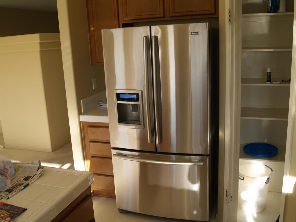 Что следует знать про ремонт холодильников?