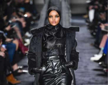 Халима участвует в модном показе