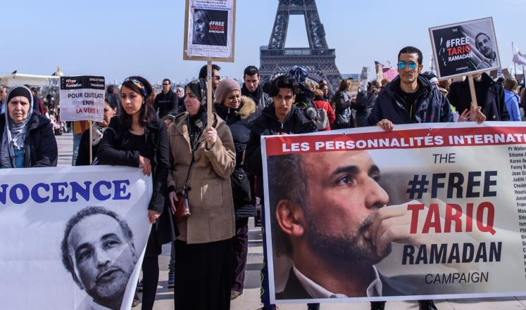 Демонстрация в Париже против заточения Тарика Рамадана