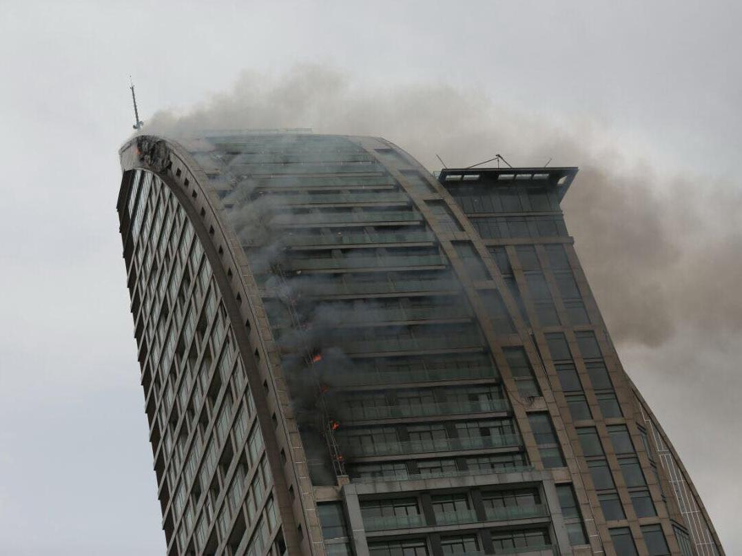 Опубликованы кадры пожара в башне Трампа в Баку