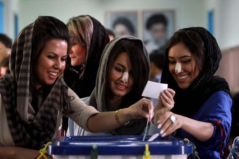 Иранок обязывают носить хиджаб