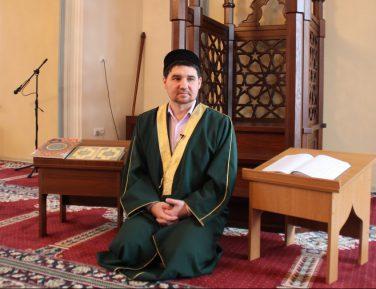 """Рустам Батров: """"Ваххабиты"""" решили вопрос мазхабного экстремизма"""
