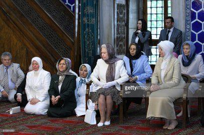 Зачем королева Великобритании напоминает о своем родстве с пророком Мухаммадом?