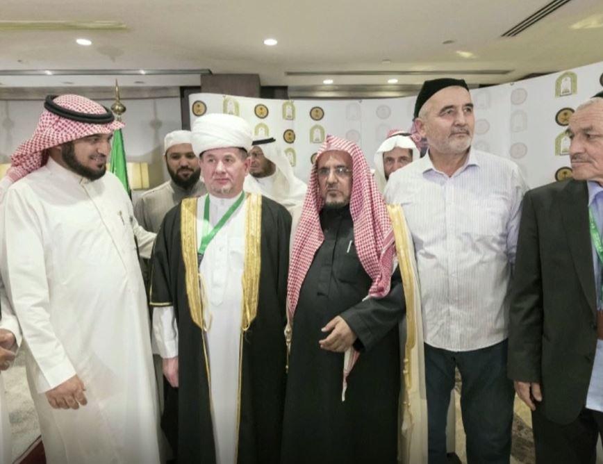 Впечатляющая поездка по святым местам ислама (ВИДЕО)
