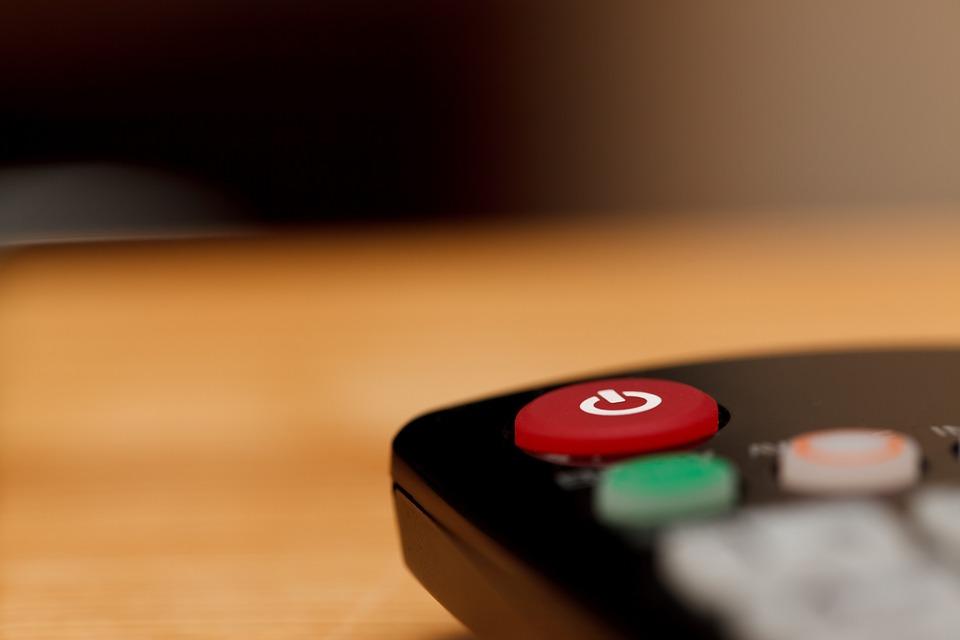 Почему люди начинают смотреть сериалы через Интернет, а не по ТВ?
