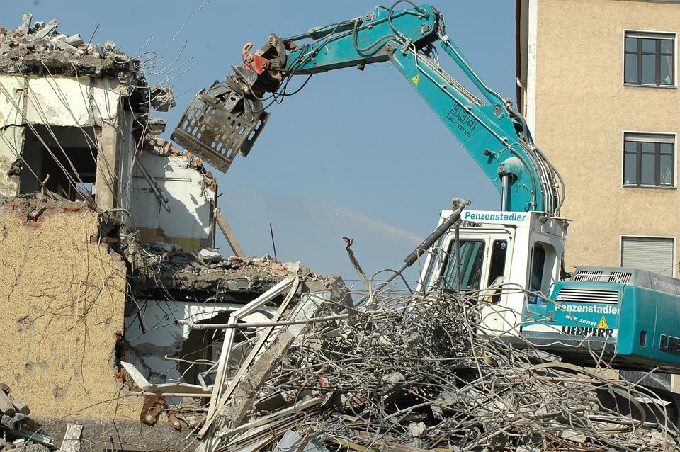Тонкости и особенности демонтажа и сноса зданий