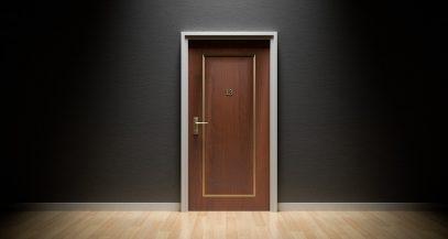 Двери из натуральной древесины и их плюсы