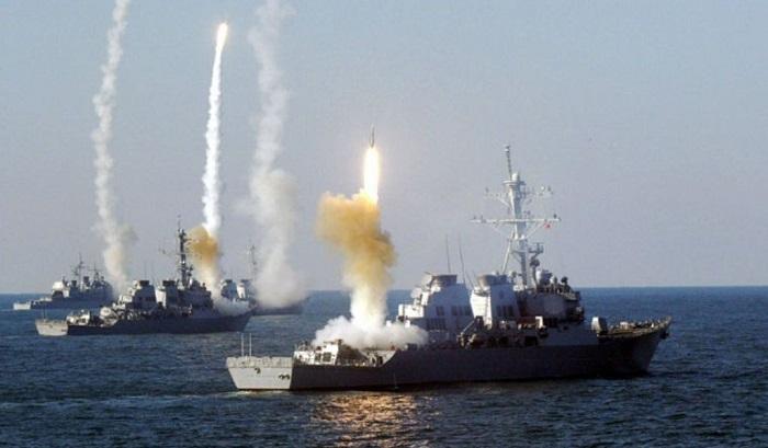 Корабли Каспийской флотилии проводят учебные стрельбы