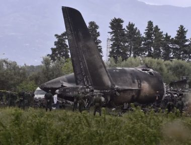 Путин отреагировал на крушение военного самолета в Алжире