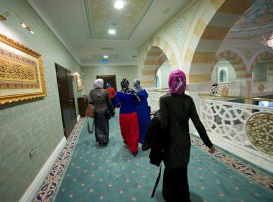 Феминизм рвется в мечети (ВИДЕО)