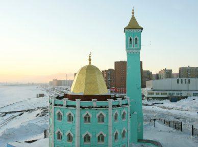 Самой северной мечети мира перерезали кабель (ВИДЕО)