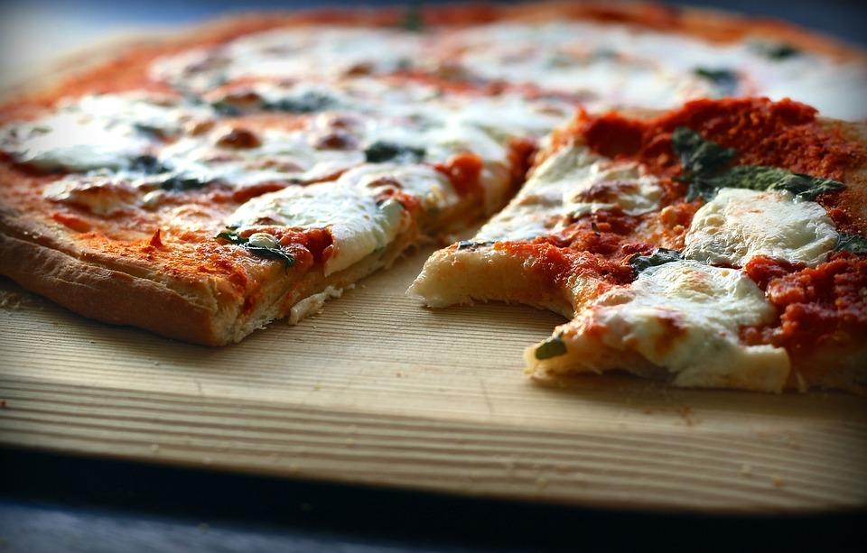 В Германии приготовили пиццу с 111 видами сыра