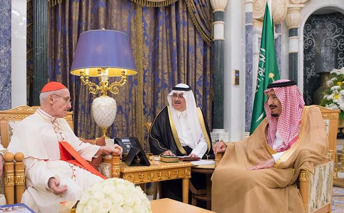 Посланник Ватикана на встрече с саудовским королем. Фото: en.abouna.org
