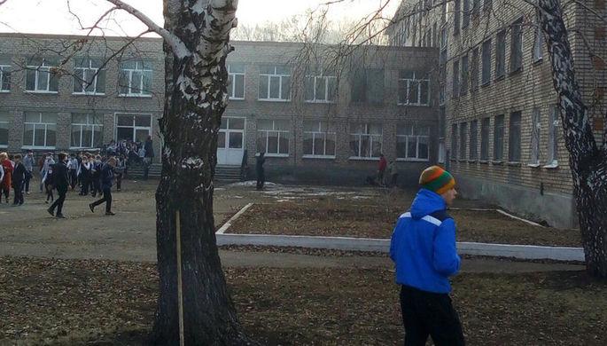 В Башкирии ученик устроил бойню в школе и пытался сжечь учителя (ВИДЕО)