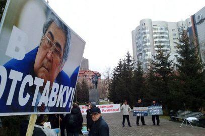 """""""Как перед иконой"""". Тулеев выполнил главное требование митинговавших"""
