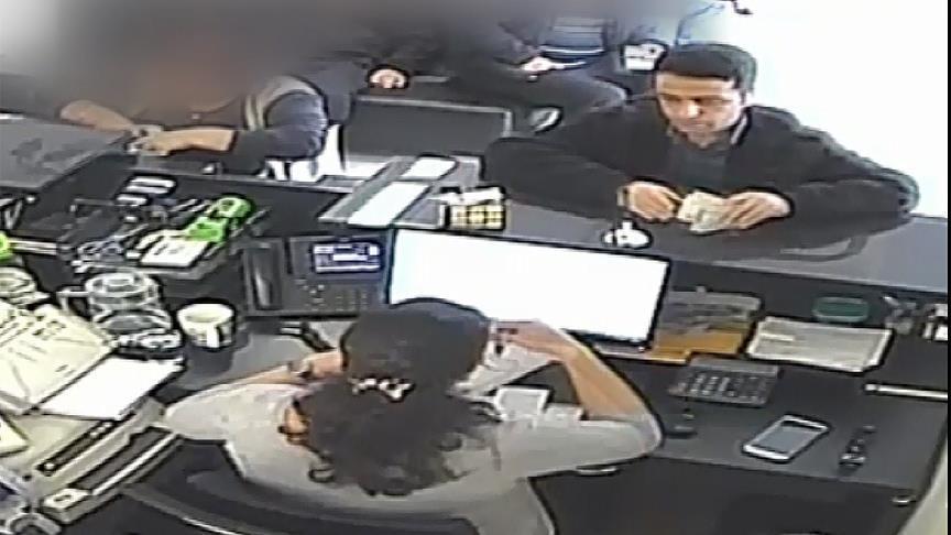 Подозреваемый во время посещения банка