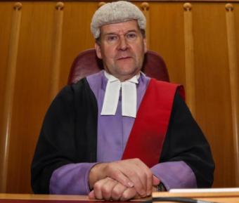 Мусульманин-жертва избиения показал судье истинный шариат