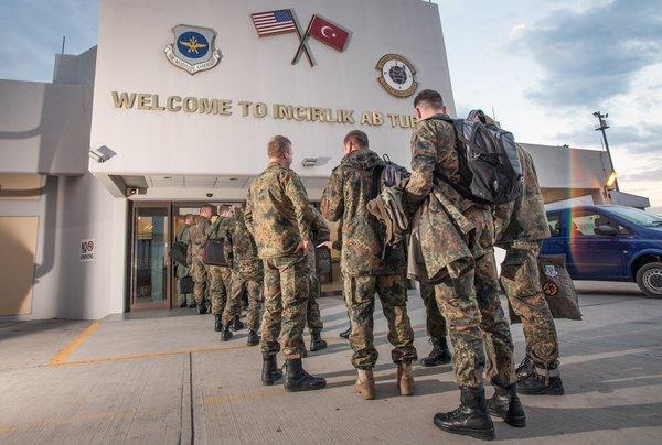 Жители Турции хотят выгнать США с авиабазы Инджирлик