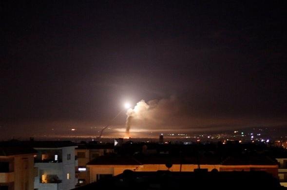 """Появились кадры израильской атаки Сирии после """"иранского"""" обстрела"""