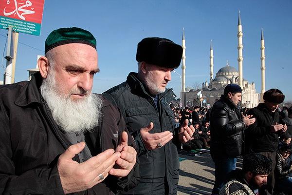 Коллективный мавлид в Грозном