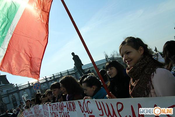 Митинг против отмены изучения татарского языка в Татарстане. Фото: