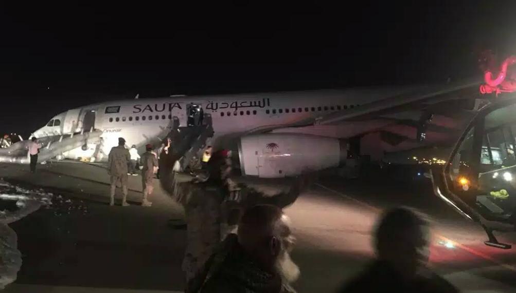 Самолет из Медины приземлился без шасси (ВИДЕО)