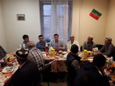 Ифтар объединил за одним столом генконсула и мигрантов