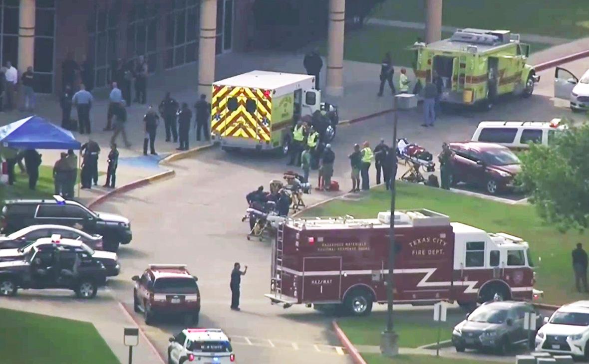 Пострадавшие в результате нападения на школу были доставлены в госпиталь