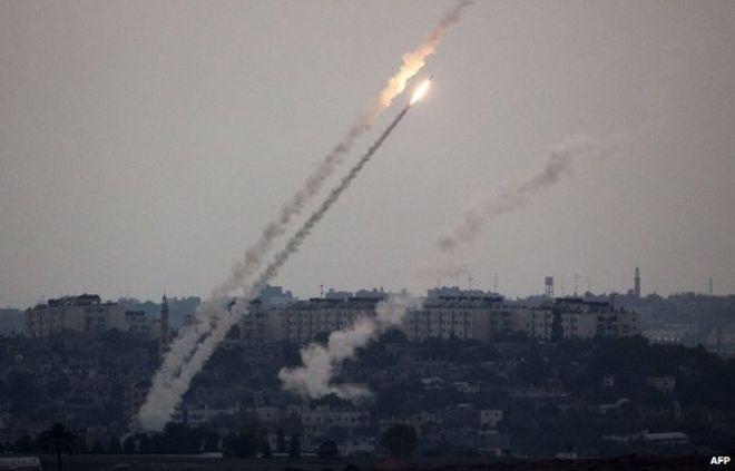 Из Газы по Израилю выпустили множество ракет в ответ на атаки