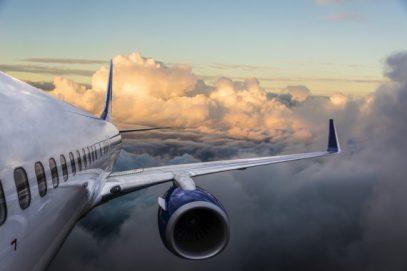 Пилот саудовского авиалайнера выложил пугающие кадры, снятые им во время полета (ВИДЕО)