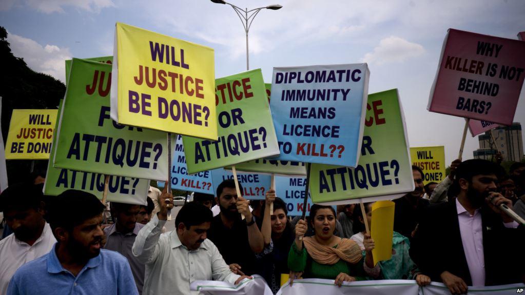Американский дипломат искалечил двух пакистанцев